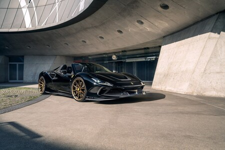 Este oscuro objeto de deseo es un imponente Ferrari F8 Spider Novitec con más de 800 CV y va repleto de fibra de carbono
