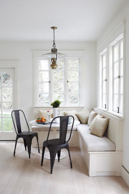 11 ideas para crear un office en tu cocina for Mesas de cocina con banco