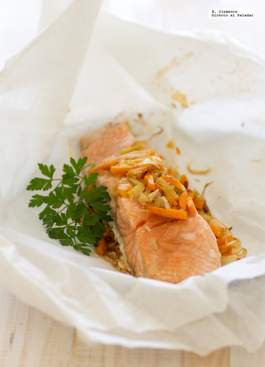 Papillote de salmón con puerros, jengibre y salsa teriyaki. Receta