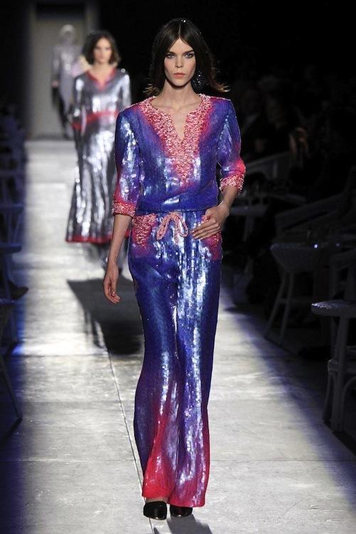 Foto de Chanel Alta Costura Otoño-Invierno 2012/2013: rosa, gris, brillos y nuevo vintage (40/61)