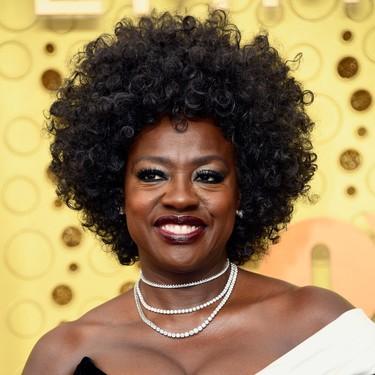 Viola Davis se decanta por el blanco y negro de Alberta Ferretti en los Premios Emmy 2019