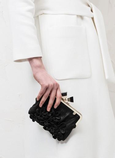 Bolsos con flores 3D, lo último para tus looks de fiesta