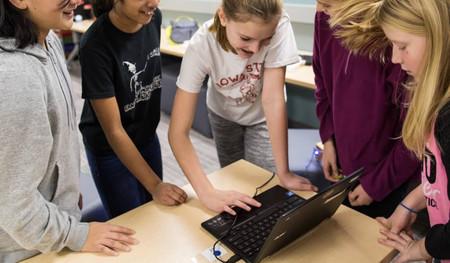 Google lanza un programa de lecciones gratuitas, y en español, para que el profesorado enseñe a programar en las escuelas