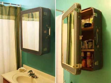 ¿Una buena idea?: reutilizar maletas antiguas como botiquín para el baño