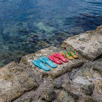 Chollos en tallas sueltas de chanclas, sandalias y calzado veraniego de marcas como DC Shoes, Havainas o Skechers en Amazon