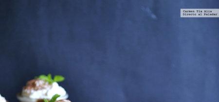 Mousse cremosa de chocolate y aguacate. Receta de postre para sorprender lista en 15 minutos