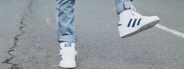Éstas zapatillas blancas (con una dosis justa de color) de rebajas en ASOS son perfectas para realzar tus looks en los últimos días de verano