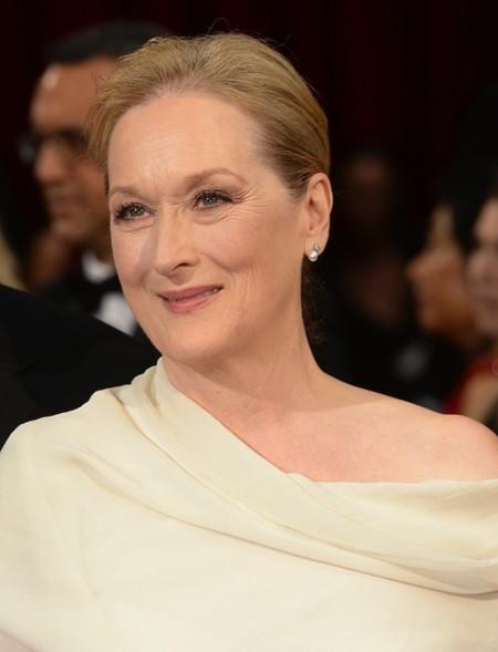 Meryl Streep pone el toque maduro a la alfombra roja de los Oscar 2014