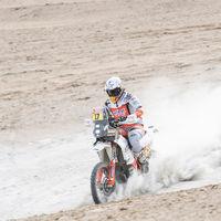 Laia Sanz lucha contra la adversidad en su peor año y gana su noveno Dakar consecutivo en categoría femenina