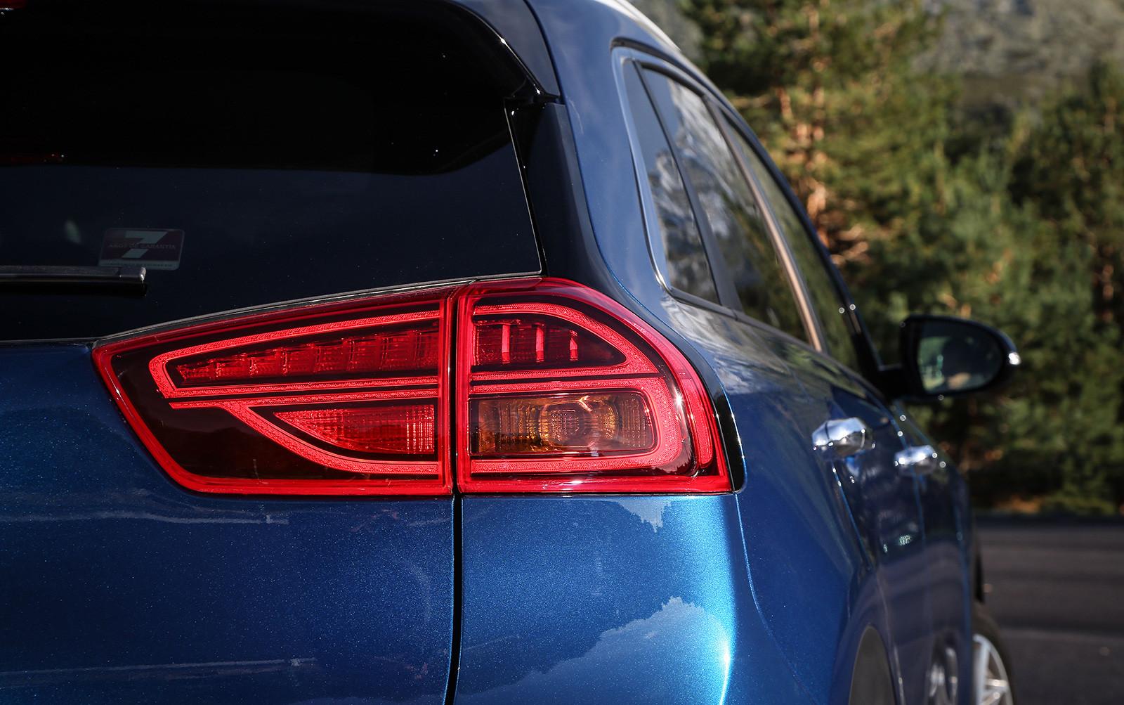 Foto de Kia Niro Eco Hybrid 2020 (21/21)