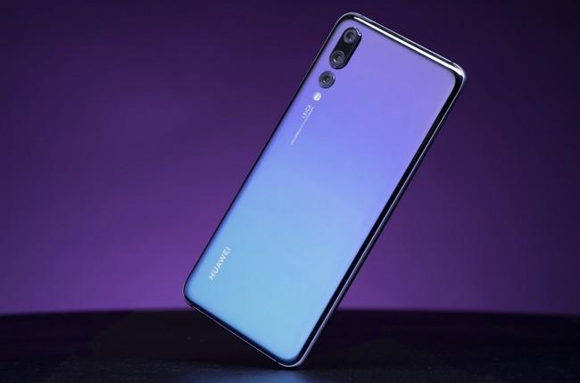 Los usuarios de móviles Huawei con ROMs personalizadas, obligados a eliminarlas y volver a la ROM oficial