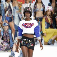 Foto 7 de 24 de la galería desigual-ha-sido-la-firma-encargada-de-inaugurar-la-primera-edicion-de-la-pasarela-mercedes-benz-fashion-week-ibiza en Trendencias