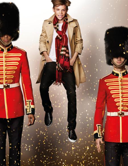 Burberry rinde tributo a Billy Elliot en su nueva campaña de Navidad, ¿bailamos?