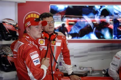 Raikkonen no se libra del maleficio de Nurburgring