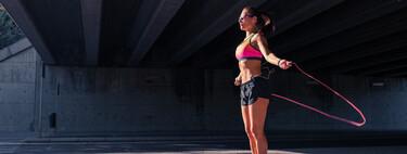 Los mejores ejercicios quemacalorías que puedes hacer en casa, y una rutina para empezar a entrenar