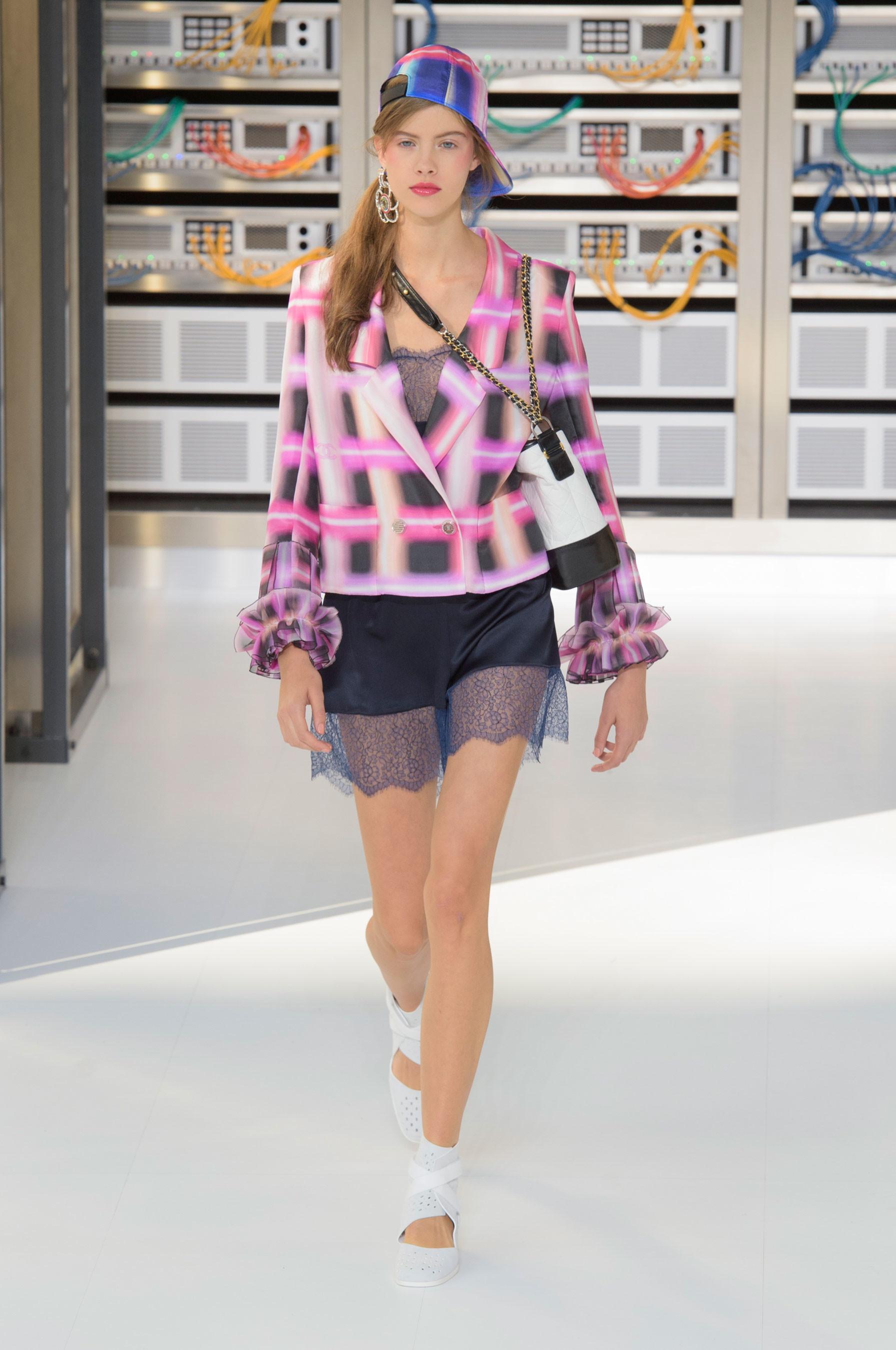Foto de El regreso al futuro de Chanel en su colección Primavera-Verano 2017 (43/96)