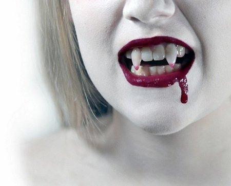 Maquillaje para Halloween: vampiresa sexy en sólo 10 pasos (video-tutorial)