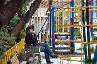 Se prohibirá fumar en los parques infantiles
