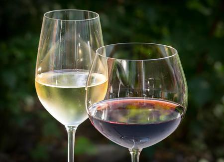 Desde 70 euros hasta 1.600 euros: Esto es lo que cuestan los mejores vinos de España (la selección de los expertos)