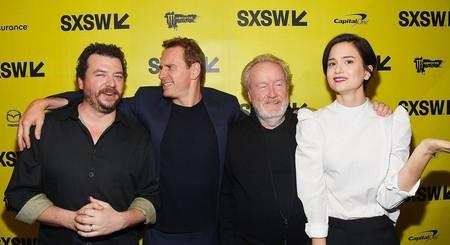 Danny McBride, Michael Fassbender, Ridley Scott y Katherine Waterston