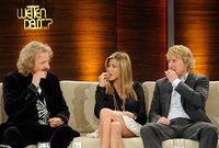 Jennifer Aniston y Owen Wilson comen galletas de perro