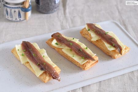 Tostas crujientes de anchoas y mantequilla con hojaldre: receta simple de aperitivo donde luce el producto