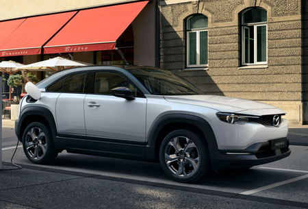 El Mazda MX-30 ya tiene precio en España: un SUV eléctrico desde 34.375 euros para competir con el Kia e-Niro