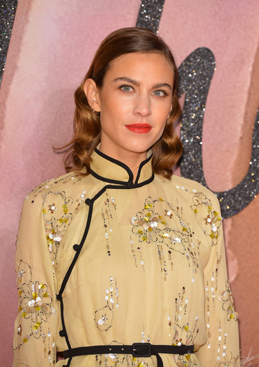 Alexa Chung marca la diferencia en los British Fashion Awards 2016