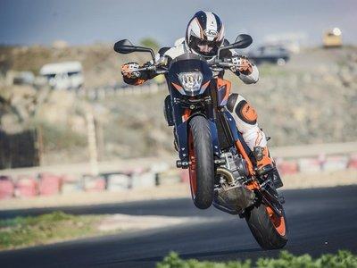 Si tienes una KTM 690 Duke o 690 Duke R atento: llamada a revisión para todas las unidades de 2012 a 2016