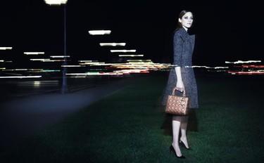 Marion Cotillard inmortalizada por el objetivo de Craig McDean en Paris, la nuit para la nueva campaña de Lady Dior