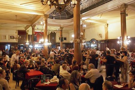 Dónde ver y bailar tango de verdad en Buenos Aires