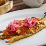 Chiles güeros rellenos con picadillo de atún. Receta mexicana para la hora de la comida