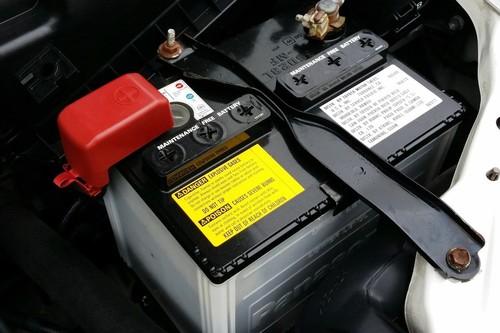 ¿Cómo saber si mi auto necesita cambio de batería?