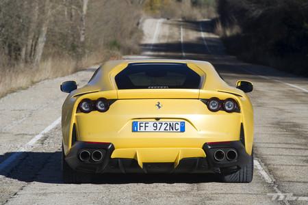 Ferrari 812 Superfast trasera