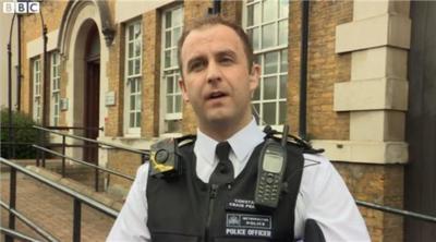 """La policía de Londres confía en que """"vestir"""" con cámaras les ayudará en su trabajo"""