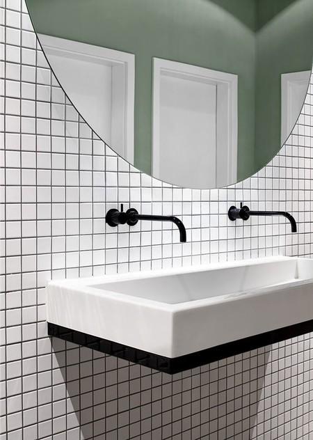 Tendencia en baños; las griferías negras están de moda (palabra de Pinterest)