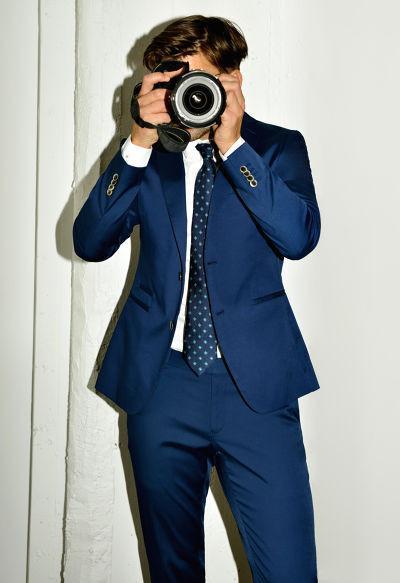 Johannes Huebl vuelve a mostrar su estilo, esta vez en la colección Spring-Summer de Zara
