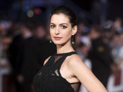 Los embarazos invisibles de las famosas: es el turno de Anne Hathaway