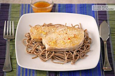 Receta de atún marinado a la naranja y jengibre con fideos soba