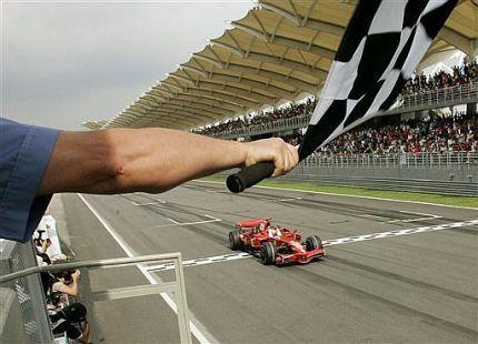 Kimi Raikkonen devuelve la calma a Ferrari