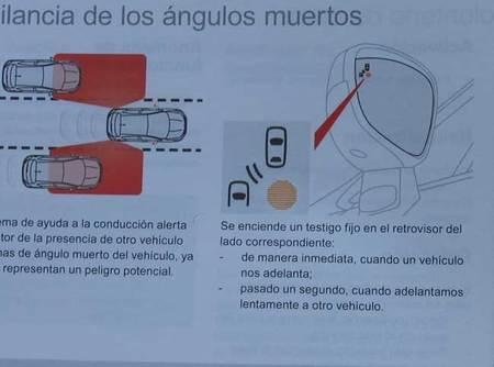 Página 210 del manual de uso del DS4 describiendo el sistema de vigilancia de los ángulos muertos. No se deduce que lleve sensores instalados en las cuatro esquinas del vehículo