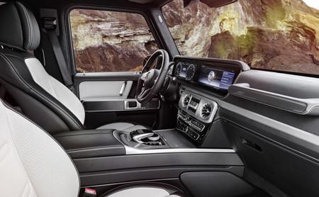 ¿Esto era un coche militar? El interior del Mercedes-Benz Clase G 2019 no escatima en lujos