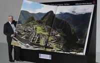Earth Platinum Edition: el atlas más grande, más caro y más incómodo de usar del mundo