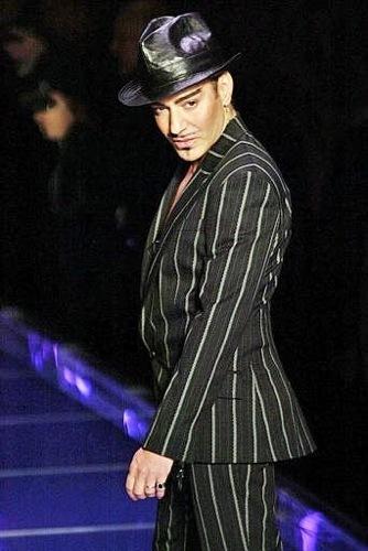 John Galliano lanzará una nueva marca de ropa para el hombre