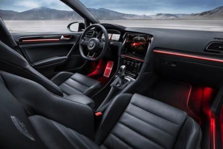 Volkswagen Golf R Touch o cómo conducir rodeado de pantallas y controlando por gestos las opciones