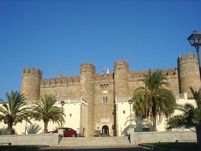 1024px Palacio De Los Feria Fachada Occidental