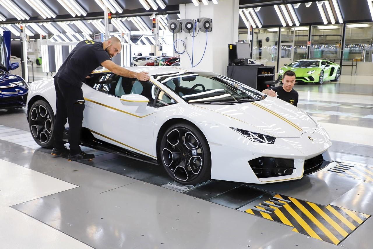 Foto de Lamborghini del Papa Francisco (12/16)