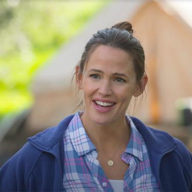 Camping es la nueva comedia de Lena Dunham que protagoniza Jennifer Garner, y no se parece a Girls