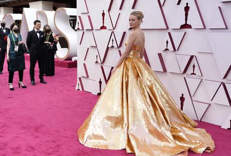 Carey Mulligan es mucho más que una joven prometedora y se convierte en la gran protagonista de la alfombra roja de los Oscar 2021