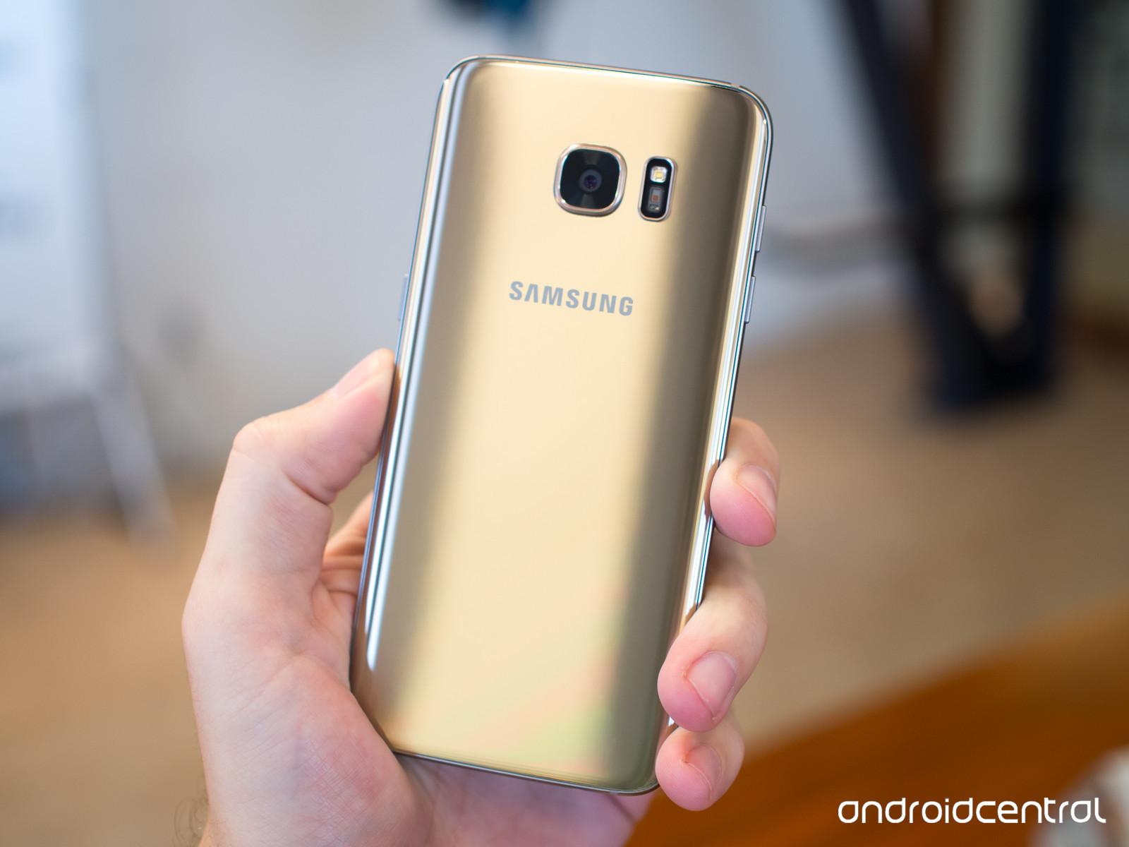Foto de Samsung Galaxy S7, dorado (2/3)
